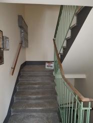 Waschsockel im Stiegenhaus